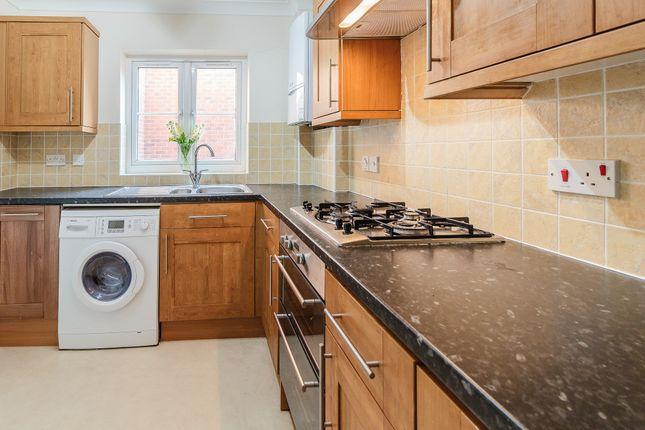 Thumbnail Flat to rent in Reading Road South, Fleet, Fleet
