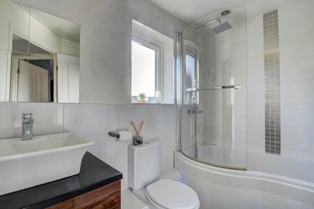 Bathroom of Huckleberry Close, Walnut Tree, Milton Keynes MK7