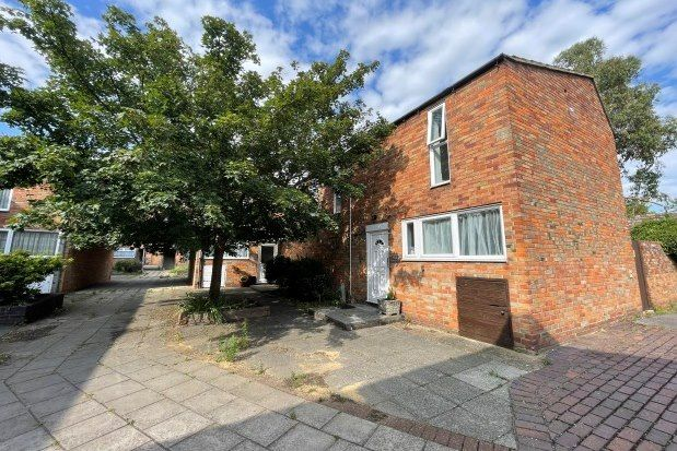 3 bed property to rent in Crosse Courts, Basildon SS15