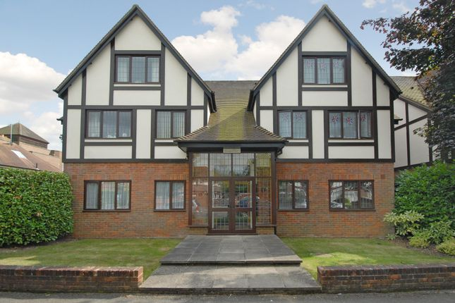 Thumbnail Flat to rent in Seymour Place, Warwick Road, Beaconsfield, Buckinghamshire