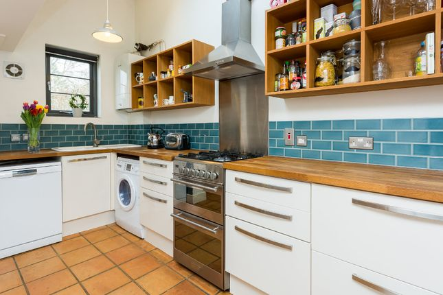 Thumbnail Terraced house to rent in Temple Road, Oxford