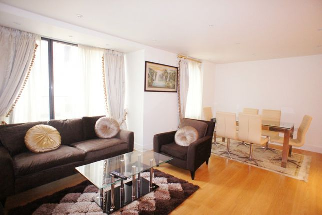 Flat for sale in Hyde Park Square, London