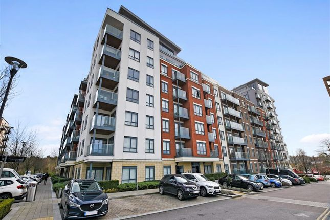 Thumbnail Studio to rent in East Drive, London
