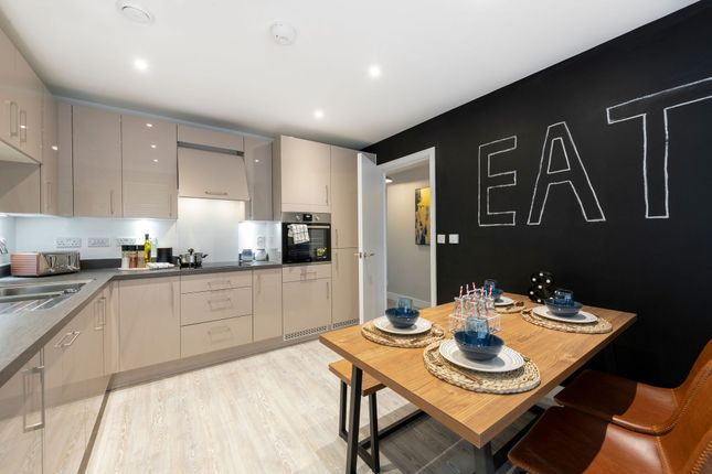 Thumbnail Flat for sale in Thames Reach, London