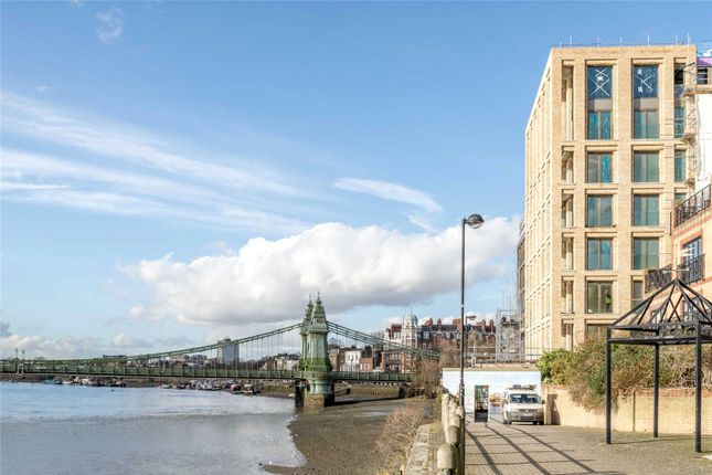 Thumbnail Flat for sale in Queen's Wharf, 20 St James Street, Hammersmith, London