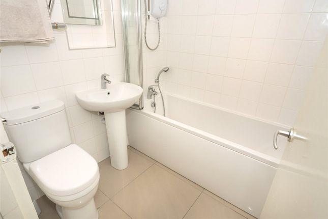 Bathroom of Ingledew Court, Leeds, West Yorkshire LS17