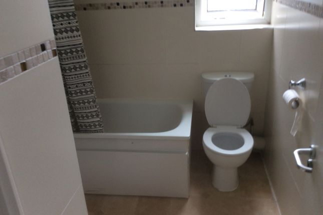 Flat to rent in Richmond Crescent, Cardiff