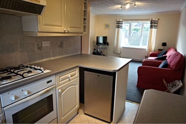 Thumbnail Flat to rent in East Street, Pontypridd