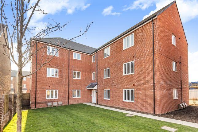 2 bed flat to rent in Whatley Way, Salisbury SP2