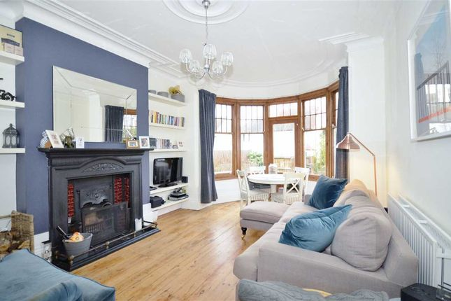 Thumbnail Flat to rent in Holden Road, Finchley