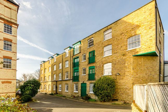 Thumbnail Flat to rent in Park Road, Bromley