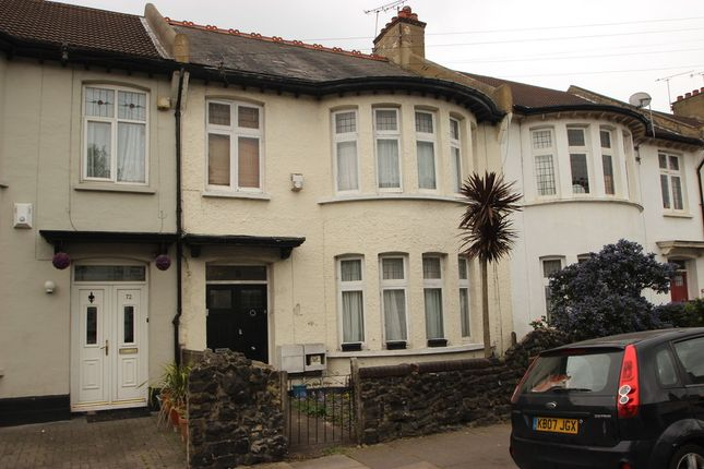 Thumbnail Flat to rent in Cotswold Road, Westcliff-On-Sea