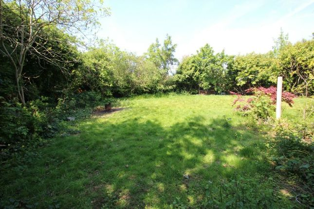 Gardens of Priory Road, Sale M33