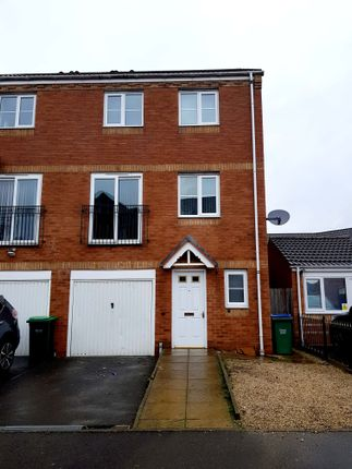 Thumbnail Town house to rent in 30 Darbys Way, Tipton, West Midlands