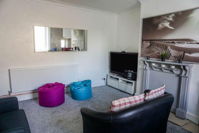 Lounge / Kitchen of Grove Street, Heckmondwike WF16