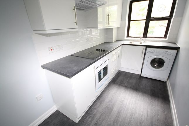 Thumbnail Flat to rent in Woodlands Court, Barncroft Road, Loughton