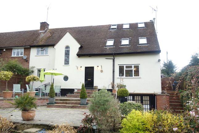 Thumbnail Semi-detached house for sale in Oaklea, Welwyn