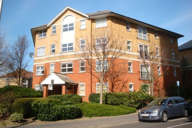 Flat to rent in Scarbrook Road, Croydon