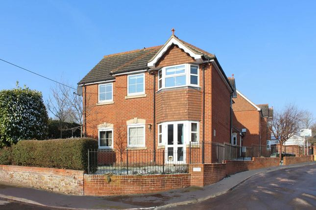 2 bed flat to rent in Station Road, Lambourn, Hungerford