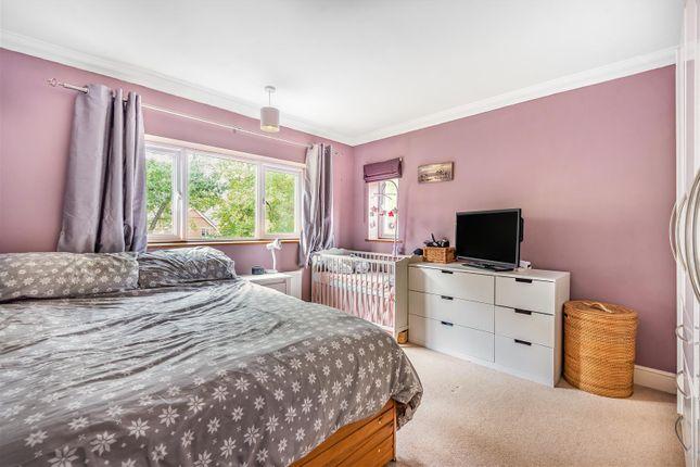 661251 (6) of Edgbarrow Rise, Sandhurst, Berkshire. GU47