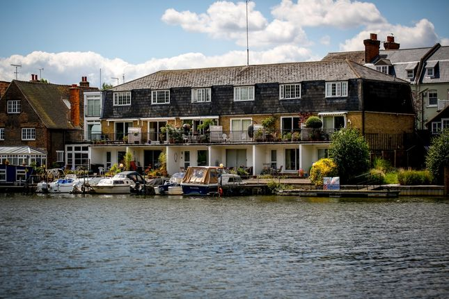 1 bed flat to rent in Salamander Quay, Lower Teddington Road, Hampton Wick, Kingston Upon Thames KT1