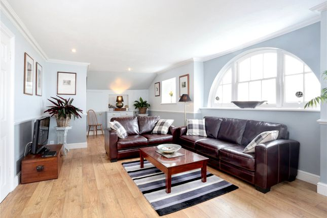 Thumbnail Flat for sale in Crowdleham House, Heaverham Road, Kemsing, Sevenoaks