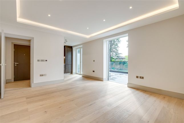 2 bed flat to rent in Myers Court, 6 Elms Road, London SW4