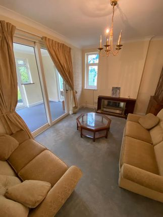 2 bed bungalow to rent in Epsom Road, Ilford IG3