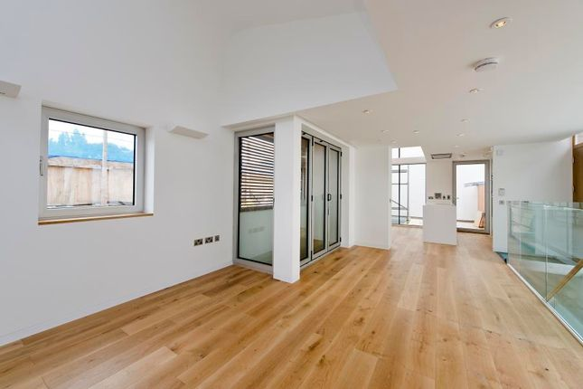 Thumbnail Property to rent in Princess Louise Walk, London