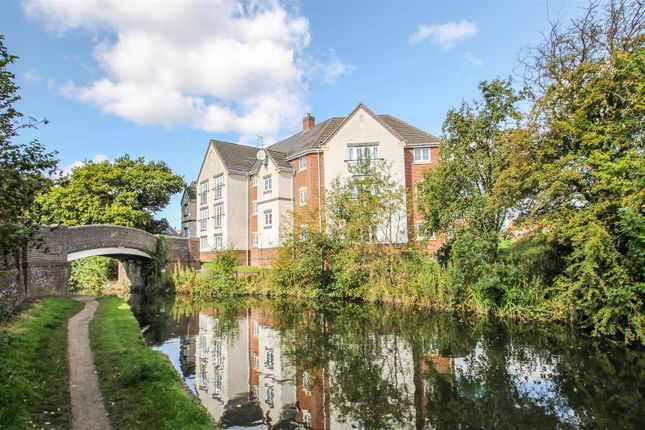 Thumbnail Flat for sale in Lapwing Close, Brownhills, Walsall