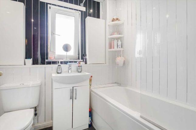 Bathroom of Muirshiel Crescent, Priesthill, Glasgow G53