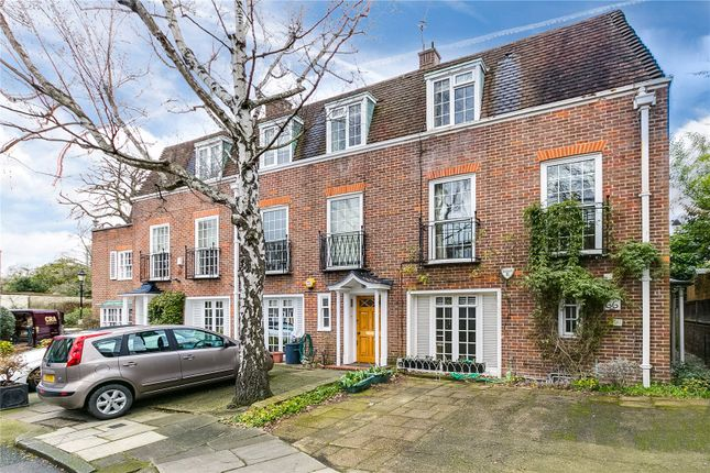 4 bed end terrace house for sale in Abbotsbury Close, London