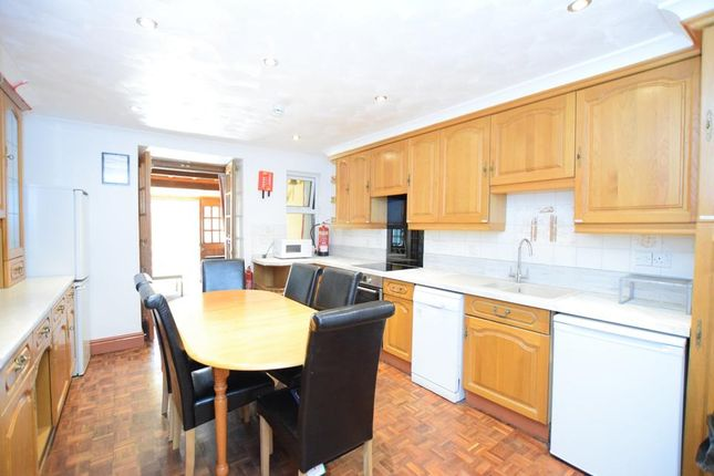 Thumbnail Semi-detached house to rent in Kingswood Close, London