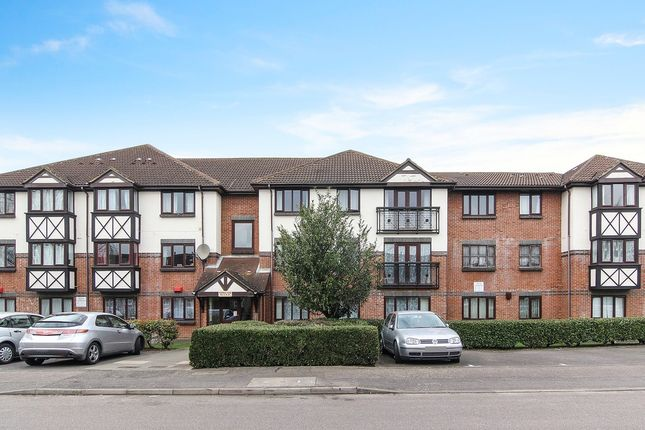 Thumbnail Flat for sale in Fairfield Close, Mitcham