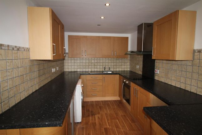 Thumbnail Property to rent in Sorrin Close, Idle, Bradford