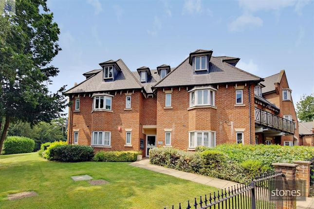 Thumbnail Flat to rent in Pynnacles Close, Stanmore