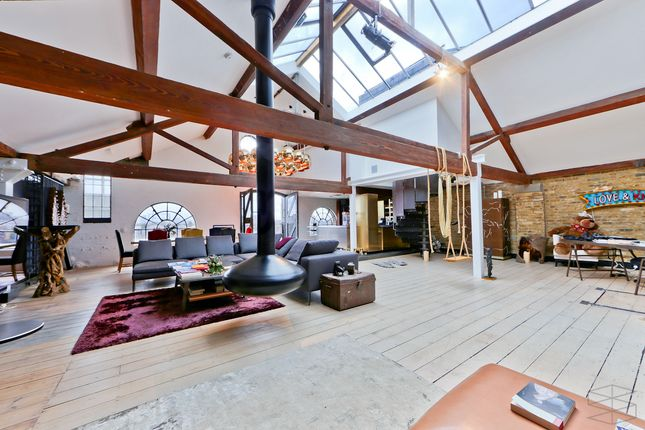 Thumbnail Flat to rent in Metropolitan Wharf E1W, London