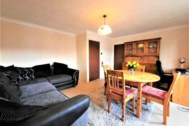 3 bed flat for sale in 114 Avenue Road, London W3