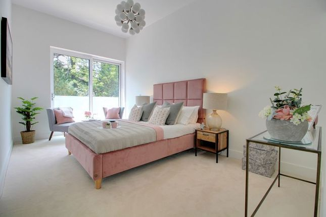 Thumbnail Terraced house for sale in Warren Road, Purley