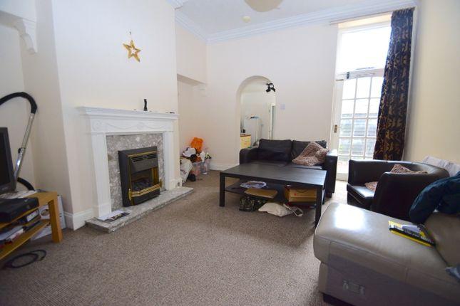 2 bed flat to rent in Fairfield Road, Jesmond