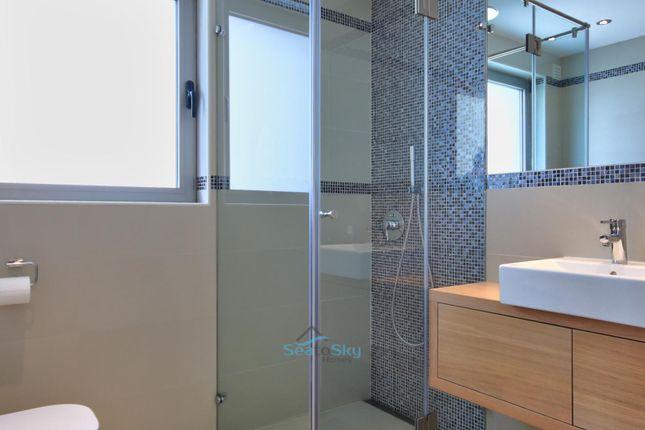 Ensuite Shower Room To Bedroom 3