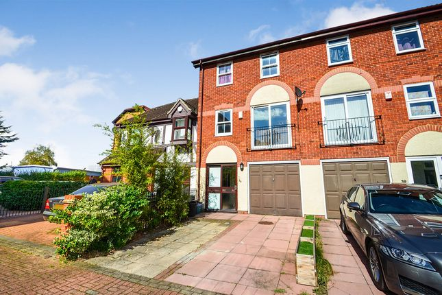 Thumbnail Town house for sale in Kennet Square, Mitcham