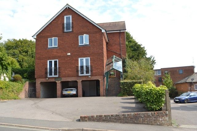 Thumbnail Office to let in Vicarage Hill, Alton