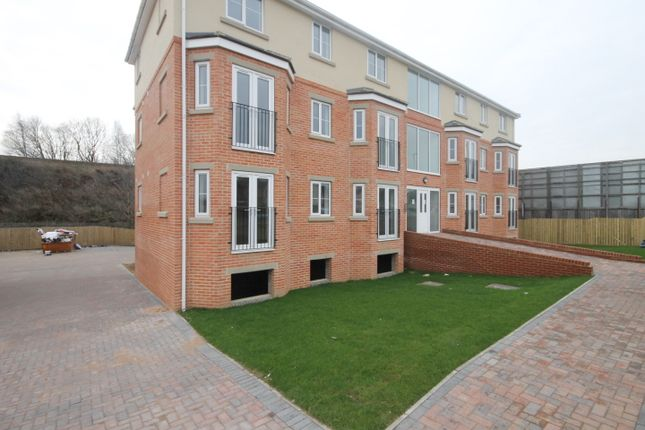 Thumbnail Flat to rent in Stanningley Road, Leeds