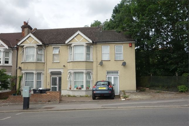 Room to rent in 33 Woodcote Grove Road, Coulsdon, Surrey