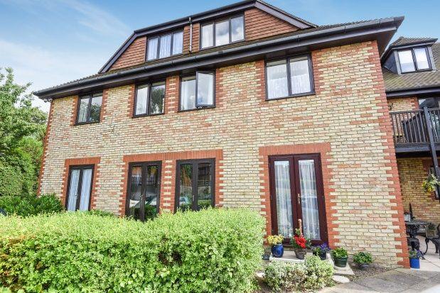 Thumbnail Studio to rent in Heydon Court, Deer Park Way, West Wickham