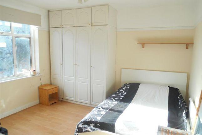 Bedroom 1 of Maybank Avenue, London E18