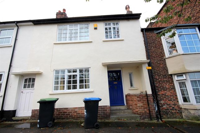 Thumbnail Shared accommodation to rent in Gilesgate, Durham