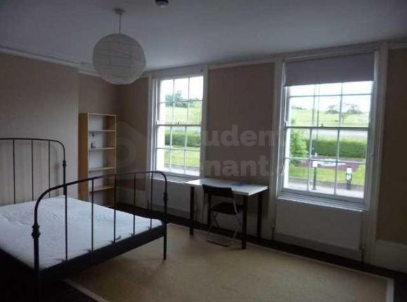 4 bed shared accommodation to rent in New Road, Rochester, Kent ME1