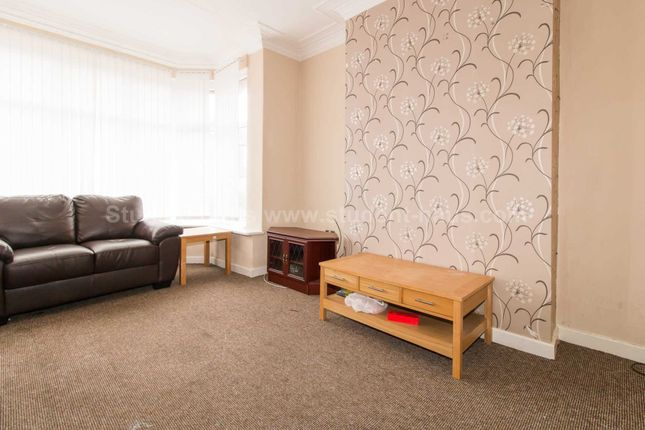 Thumbnail Shared accommodation to rent in Murray Street, Salford